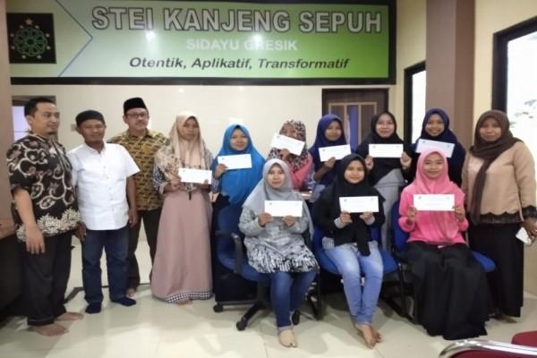 Mahasiswa STEI KASSI Terima Beasiswa BMT Mandiri Sejahtera JATIM